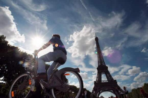 Parigi città modello per il bike sharing: oltre 20mila biciclette in 1450 postazioni