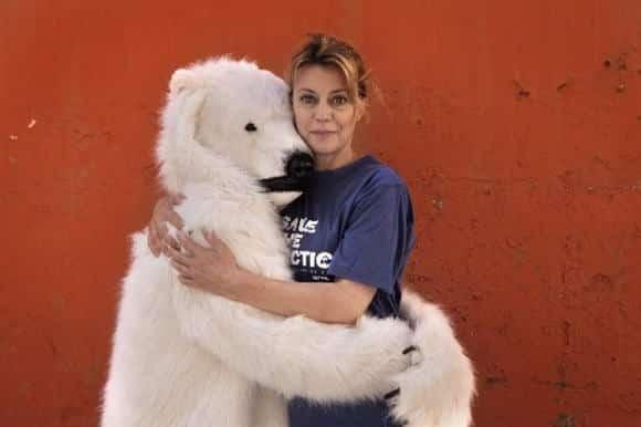 Greenpeace lancia la campagna Vip Abbracci polari contro le trivellazioni in Artico