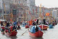 Venezia: il Carnevale 2013 sorge dalle acque