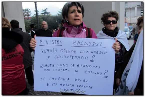 Balduzzi (Sanità) nella Terra dei Fuochi fa il pieno di proteste