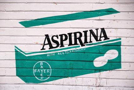 Aspirina per il mal di testa o il mal di gola: controindicazioni ed effetti collaterali - BioNotizie.com
