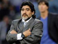 Maradona fa goal e vince la sua partita col Fisco taliano