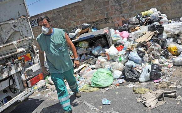"""Rifiuti in Campania, la Commissione petizioni dell'Ue: """"quadro allarmante"""""""