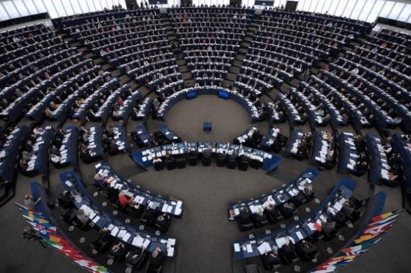 Il Parlamento Europeo dichiara guerra alle sostanze chimiche che danneggiano il sistema endocrino