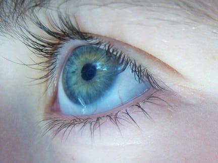 I sintomi dell'astigmatismo, le cause e le soluzioni