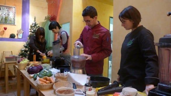 A scuola di cucina naturale crudista con lo chef Vito Cortese