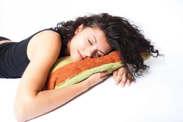 Gli italiani dormono sempre meno, persa un'ora di sonno in 10 anni