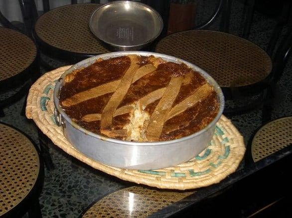 Pastiera vegan con tagliolini e riso e crema pasticcera senza uova e latte