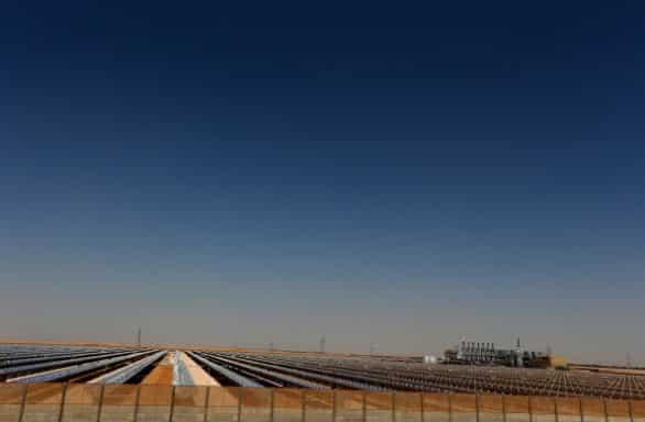 Abu Dhabi: inaugurata la più grande centrale solare a concentrazione da 100 MW