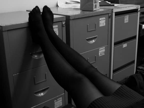 Cos'è la sindrome delle gambe senza riposo e quali sono i rimedi più efficaci