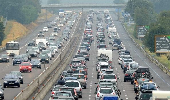 Traffico automobilistico: a Roma automobilisti in coda quattro giorni all'anno