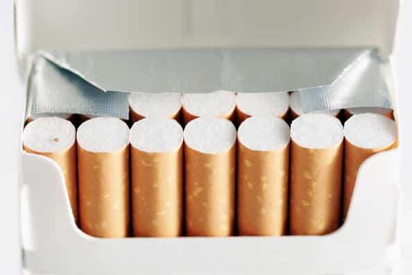Multe salate per chi getta a terra sigarette e chewing gum
