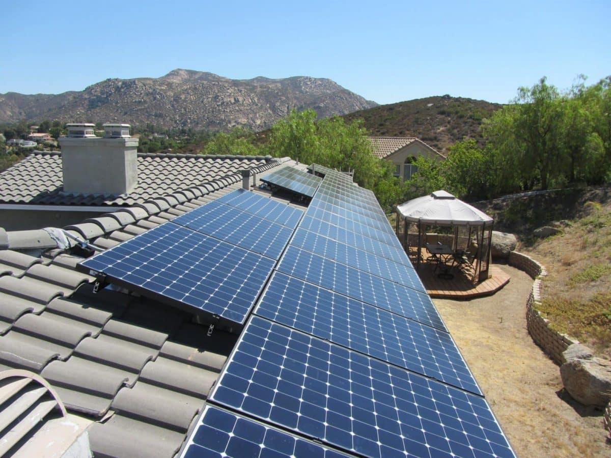 Costruire un riscaldatore di acqua solare Per Qualche Dollaro!