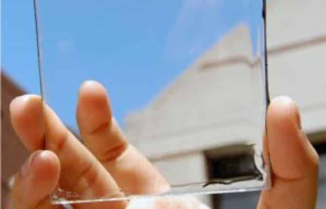 Auto elettriche: la svolta con i pannelli solari trasparenti