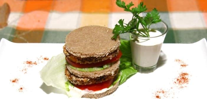 Sandwich con hamburger vegano di azuki rossi