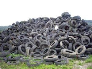 pneumatici abbandonati da smaltire