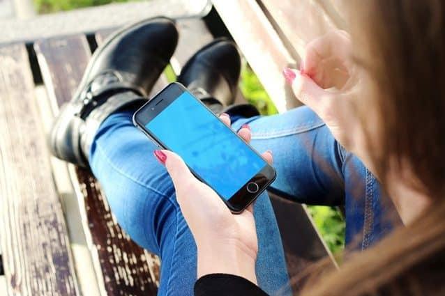 Depressione e suicidi, come 5 ore di smartphone al giorno stanno 'distruggendo' gli adolescenti - BioNotizie.com