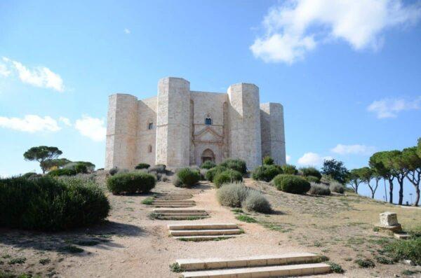 Castel del Monte tra storia e legenda: una visita guidata per scoprire i segreti del castello di Andria