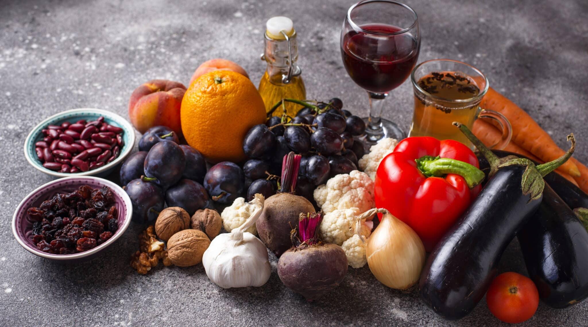 I flavonoli sono presenti nella frutta, nel vino rosso e nella verdura oltre che nel tè verde e nell'olio di oliva