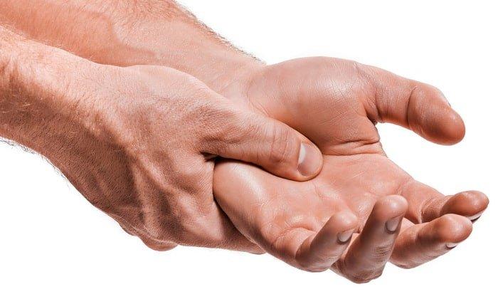i radicali liberi aggravano i processi infiammatori come ad esempio l'artrite remautoide